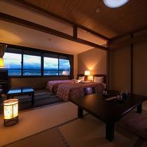 【和洋室一例】洋室ツインと和室6畳のお部屋でごゆっくりお寛ぎください。