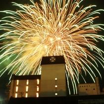 外観(花火):城跡を背景とした美しい花火を堪能できる「人吉花火大会」が開催されます