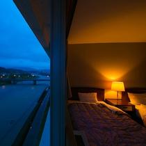 全室球磨川沿いで眺望が楽しめます。和洋室や和室などお客様のご要望に合わせたお部屋をご用意いたします。