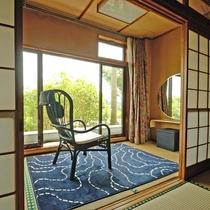 【和室8畳<美しい菊池川の景観とせせらぎ>】景色を眺菊池川のせせらぎは心をゆったりとさせてくれます。