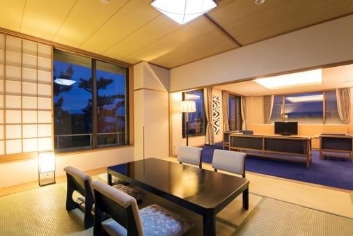 海と富士山側の『広々特別室』(98平米/バス・トイレ付)