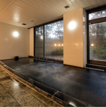 【大浴場】サウナやジャグジーも完備の温泉。塩分が含まれており、つるつる美肌を実感できる温泉です。
