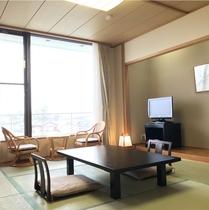 【富士山側の和室】天気が良ければ富士山が望めるお部屋(10畳/バストイレ付)