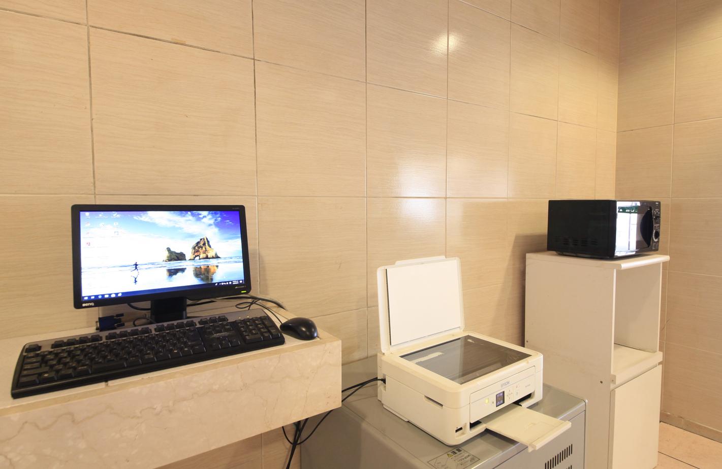 1Fロビー 無料開放パソコン・プリンター有料・電子レンジ