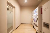 喫煙室/自動販売機/製氷機