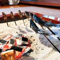 囲炉裏で焼く炭火料理も魅力です♪
