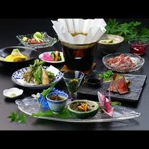 【山里会席】当館のスタンダード会席。地元の食材にこだわった自慢のお料理。※季節によって内容は変わりま