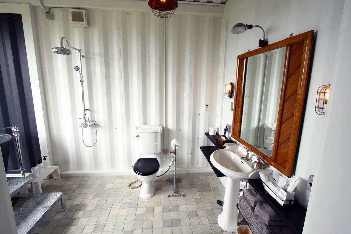 アイアンコテージバスルーム