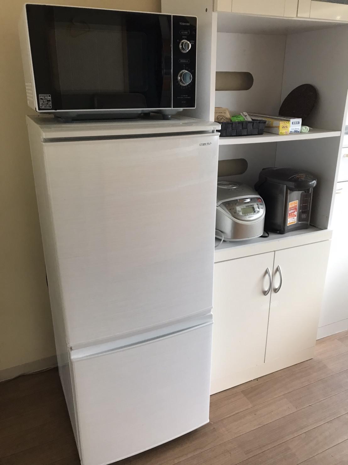 黄色い家 食器棚 冷蔵庫・電子レンジ