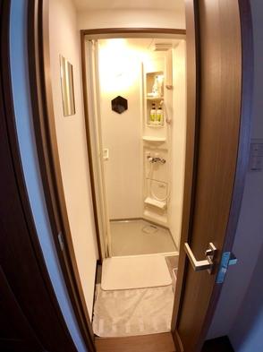 安心の女性専用ドミトリーに室内シャワーとトイレを完備!難波へのもアクセス良好!