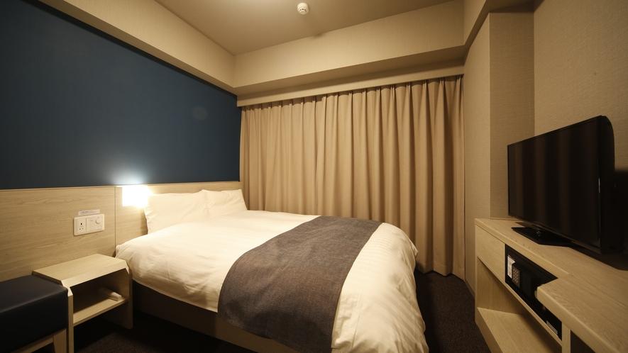 ダブルルーム 14.0平米 シモンズ社製ベッド(140cm×195cm×1台)
