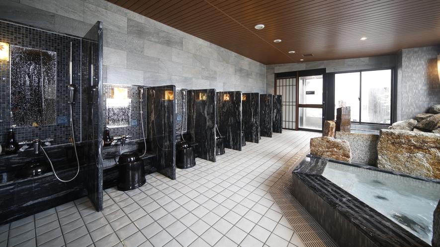 【男性大浴場】洗い場(カラン数8個・シャワールーム1室)