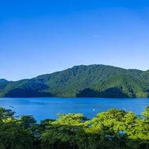 芦ノ湖(水盤テラスからの眺め)
