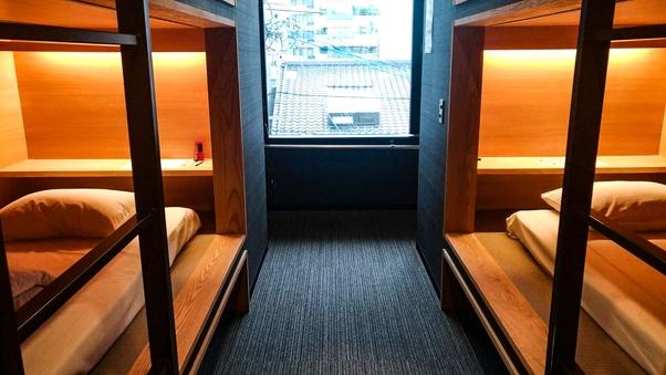 完全無料WIFI完備。布団ベッドの完全個室ツインルーム