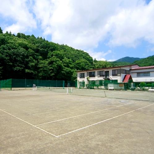 テニスコート10面完備※宿の目の前には5面あります