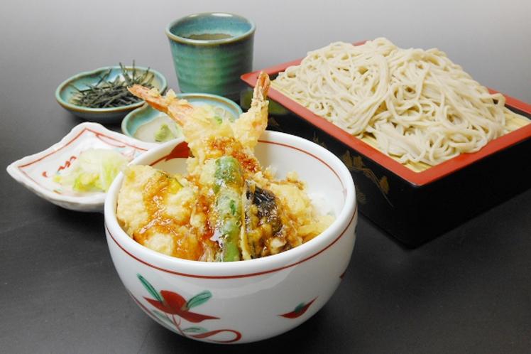 【レストラン福鶴亭】 海老天丼とそば