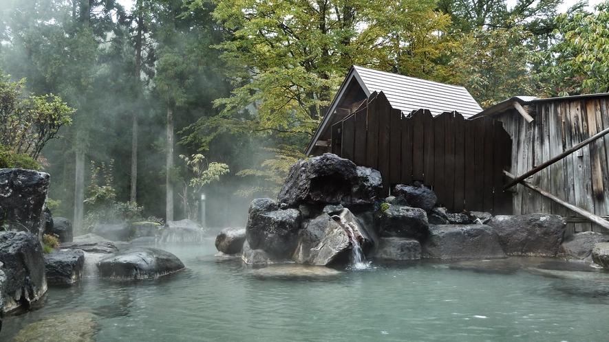 *【露天風呂】天気が良い日には焼岳や錫杖岳を望みます