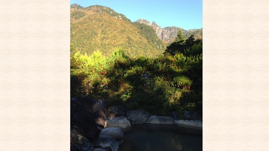 *露天風呂は天気が良い日には焼岳や錫杖岳を眺めることができます。