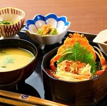 蟹飯と蟹汁の和定食