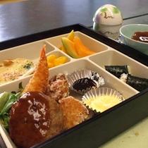 【お子様ランチ〜夕食編】大好きなハンバーグやから揚げが待ってます^^