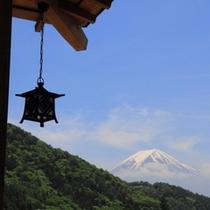 玄関先からの富士山。