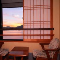 【最上階展望風呂付和室8畳】広縁がございます♪河口湖&富士山ビューです