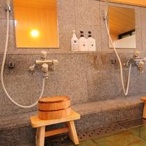 【最上階展望風呂】男女別で男性の内湯・洗い場です