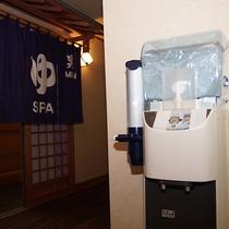 浴場外には富士山湧水のウォーターサーバーが設置してあります