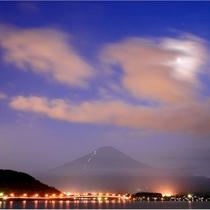 【富士山ギャラリー】光る雲と富士山