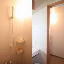【和室10畳シャワーブース付】こちらのお部屋のシャワーブース。