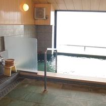 最上階展望風呂-男性の内湯(河口湖温泉)です