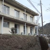 *【外観】慶応元年創業の窯元「幸楽窯」にあるゲストハウスです