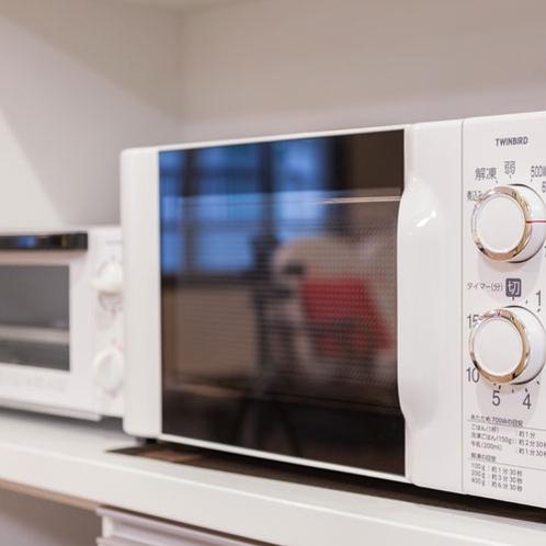 キッチンの電子レンジとオーブン