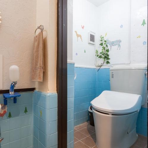 トイレルーム(大人数に対応するため室内に2ヶ所完備)