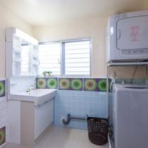 大きく明るい洗面台