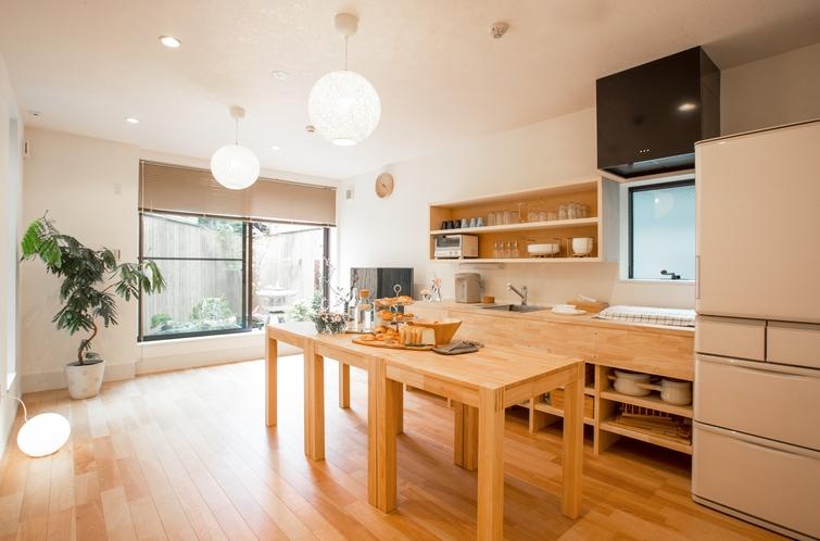 一階キッチンで簡単なお料理もできます(^^♪長期滞在二お勧め!