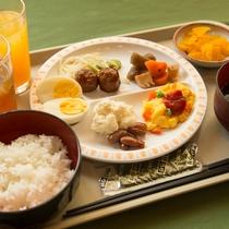 朝食は和洋バイキング形式