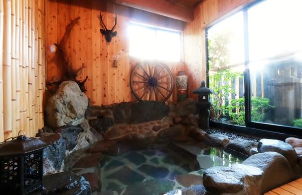 【素泊まり】フリースタイルの湯布院旅行に!源泉掛け流しの岩風呂で温泉を満喫<戸建て離れ6名>