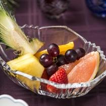 【夕食例/おばんざいバイキング】季節のフルーツからお好きな物を好きなだけ盛り付けて