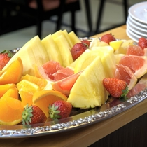 【夕食例/おばんざいバイキング】食事のお口直しや食後のデザートに、フレッシュな美味しさもご用意