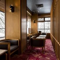 【分煙シガールーム】お部屋は禁煙でも、広々としたシガールームがございます