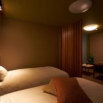 【特別室】限定3室のみの特別室・ベッドルーム例。お洒落な寝室で優雅に過ごす