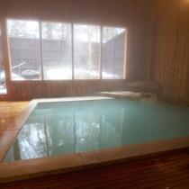 【大浴場】「強酸性の硫黄泉」の蔵王温泉は皮膚病によく効いて、肌と血管を若返らせる美肌の湯