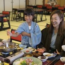 大鍋を家族みんなで囲む楽しい夕食は旅先ならではの思い出に♪地産地消の美味しさはお子様にも好評