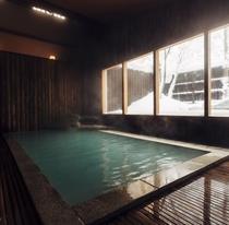 【露天風呂】歴史ある老舗旅館の風呂で贅沢な湯浴みを