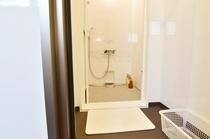 清潔なシャワー&脱衣所