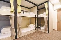 ドミトリールーム8人部屋