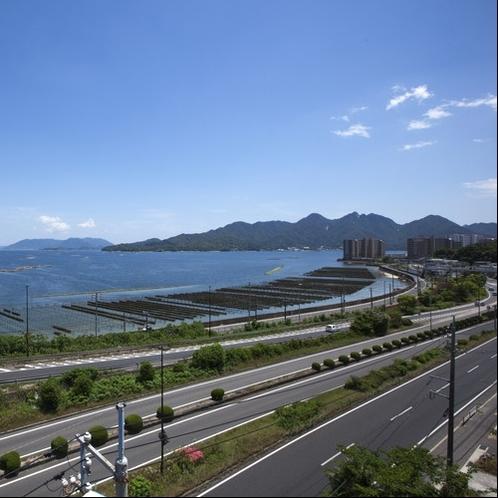 景観:時間によって、移り変わる瀬戸内海の情景や宮島の寝観音もご覧になれます。
