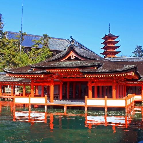 【厳島神社】当館より宮島口までお車で5分。多くの観光客で賑わいます。