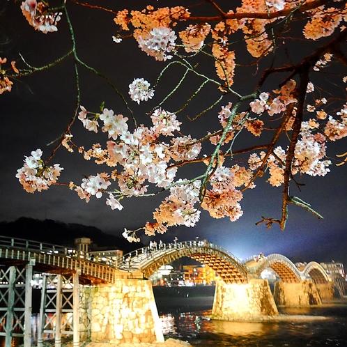 【錦帯橋】当館よりお車で約40分。日本三大橋のひとつです。